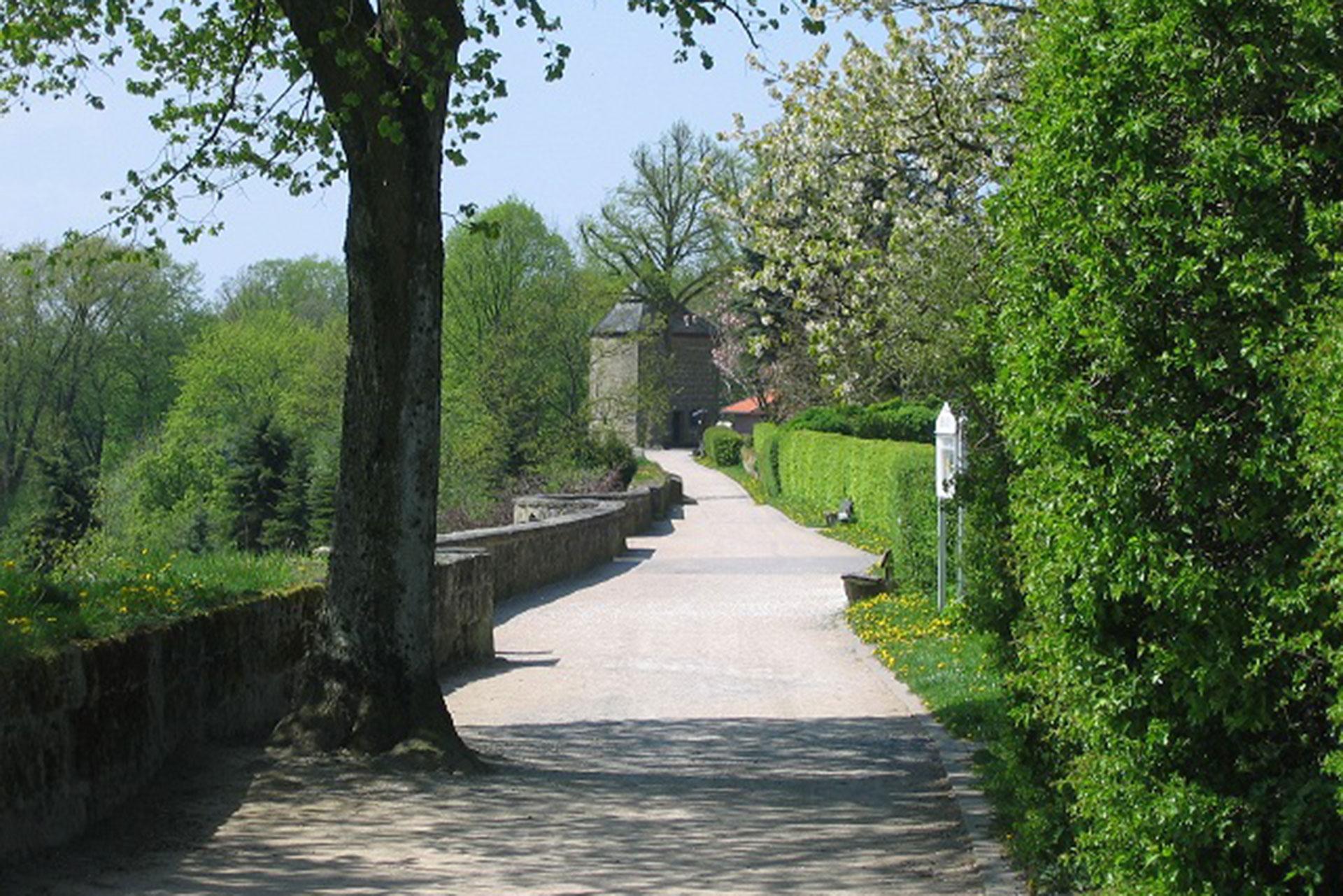 Einzigartiger-3-km-langer-Stadtmauerrund-gang-in-Rüthen-Foto-Stadt-Rüthen