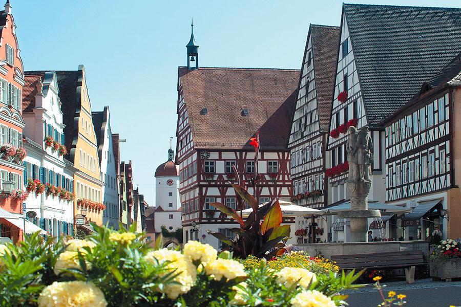 Stadt-Oettingen_Historische-Altstadt-mit-Barock–und-Fachwerkfassaden@Werner-Rensing