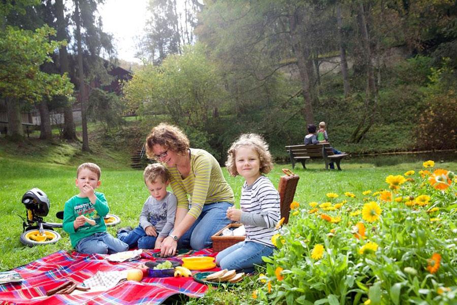 Bild-Picknick-Lauterquelle